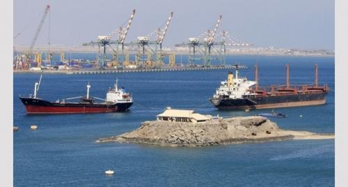 إنقاذ 14 بحارا لدى جنوح سفينة في سواحل عدن