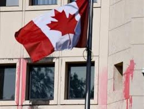 هجوم 10ملثمين على مبنى السفارة الكندية بأثينا