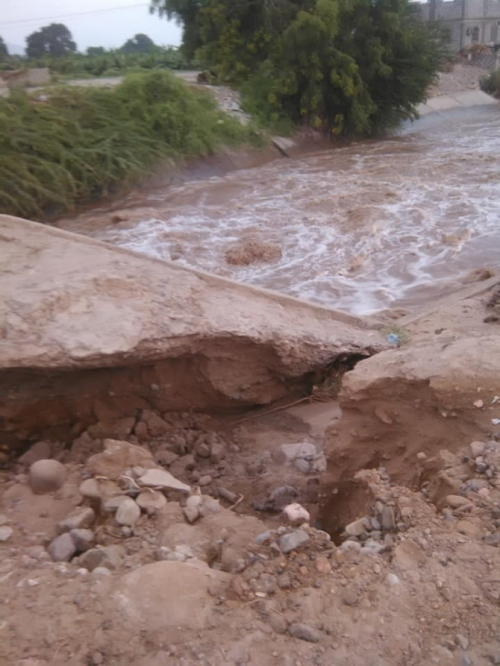 بالصور.. انهيار جسر باتيس في محافظة أبين بسبب الأمطار