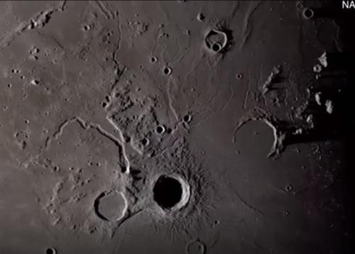ناسا تعرض صورا نادرة للقمر لأول مرة