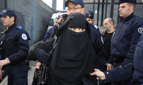 لجنة أممية: حظر فرنسا للنقاب يعد انتهاكا لحقوق الإنسان