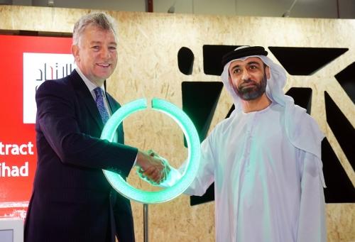 تدشين أكبر مشروع للخلايا الفولتوضوئية بمطار دبي