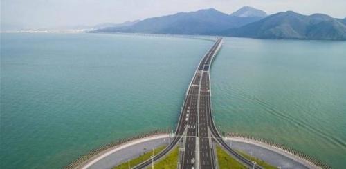 بطول 55 كيلو مترا.. الصين تفتتح أول جسر مائي في العالم