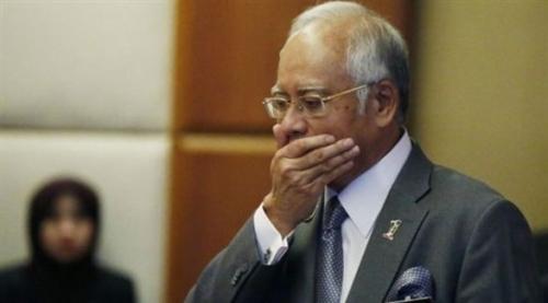 """توجيه تهمة """"خيانة الأمانة"""" لرئيس الوزراء الماليزي السابق ووزير ماليته"""