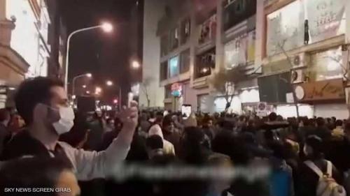 غليان في الشارع الإيراني.. ودعوات لإسقاط ملالي طهران