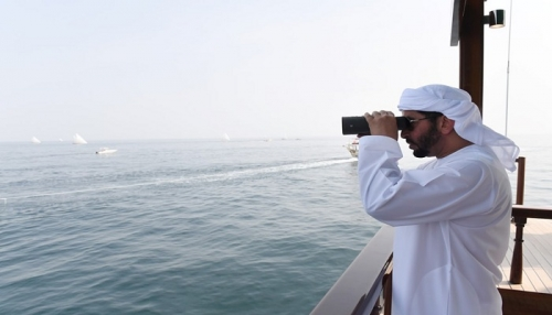 حمدان بن زايد يشهد منافسات سباق دلما التاريخي