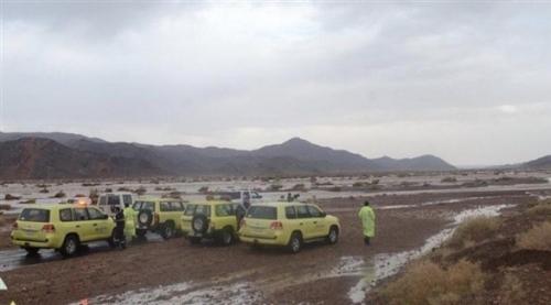 وفاة شخص وإنقاذ العشرات احتجزتهم السيول شمالي السعودية