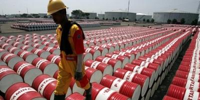 العراق يوقف نقل النفط الخام بالشاحنات إلى إيران