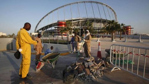 أزمة جديدة تهدد استضافة قطر لكأس العالم 2022