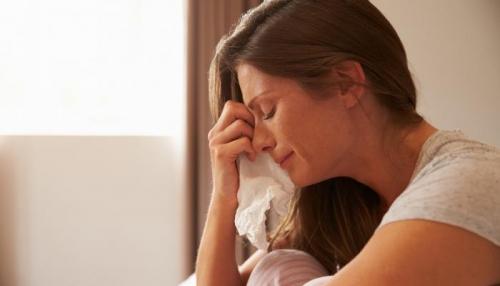 البكاء مرة واحدة أسبوعيا يخفف من التوتر