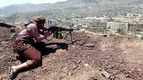 قناص حوثي يقتل مواطنًا ويصيب اثنين آخرين في تعز