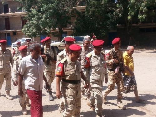 زيارة تفقدية لقائد الشرطة العسكرية إلى معسكر الفتح بعدن (صور)