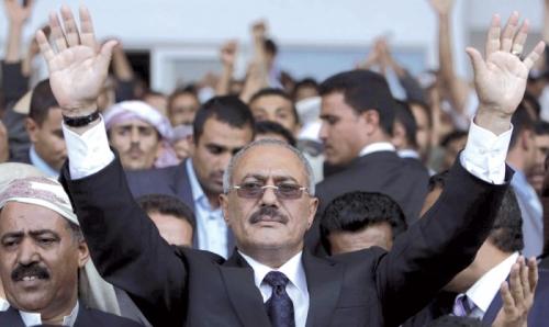 """صحيفة دولية: سجّال """"الرؤوس كبيرة"""" مؤشر على نهاية """"المؤتمر"""" كحزب موحّد"""