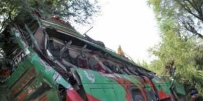 مصرع 17 شخصًا في حادث تحطم حافلة شمالي باكستان