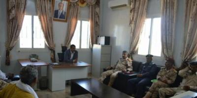 محافظ سقطرى يوجه بالاستعانة بمنتسبي الجيش الجامعيين لسد نقص المعلميين