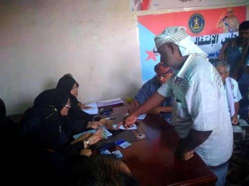 لجان «الانتقالي» تستكمل توزيع المساعدات على متضرري «لبان» بالمهرة