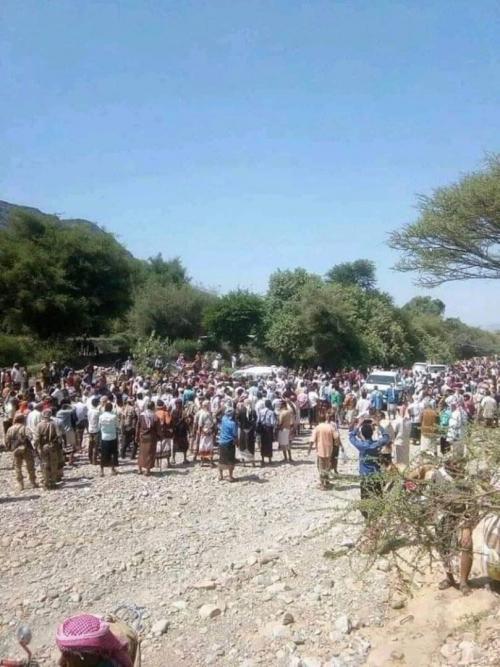 بموكب جنائزي مهيب الآلاف يشيعون الشهيد فضل  صائل ومرافقيه الى مسقط رأسه بردفان (صور)