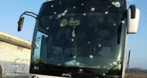 مليشيات الحوثي تستهدف حافلة نقل جماعي وتسقط جرحى بالبيضاء