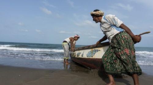 شاهد.. منشورات تحذيرية من التحالف للصيادين بشأن هذا الأمر