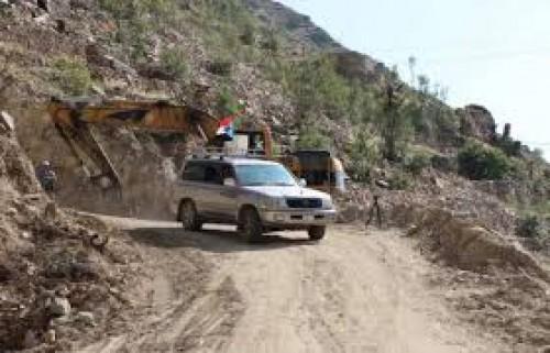 صحافي جنوبي يوجه التحية لأهل يافع بعد افتتاح طريق (يهر - المفلحي)