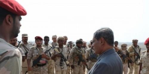 زيارة مفاجئة من محافظ حضرموت لمعسكر نقطة خُمر لهذا السبب (صورة)