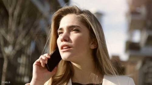 """الهواتف الجوّالة  """"تسبب السرطان"""" .. وخبراء يقدمون الحل"""