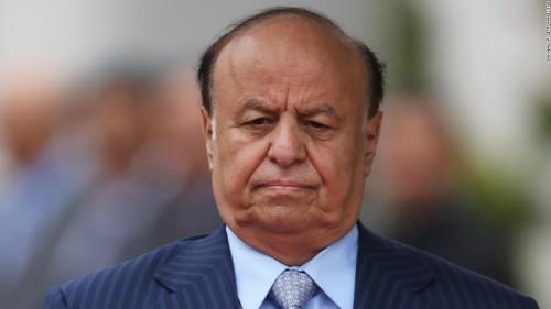 صحافي يوجه انتقادًا حادًا لحكومة هادي في عدن