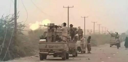 ألوية العمالقة تسيطر على «شريان» الحديدة.. وخسائر فادحة في صفوف الحوثيين «فيديو»