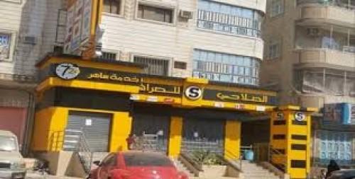 صحافي يكشف مفاجآة بشأن بيع الدولار في عدن