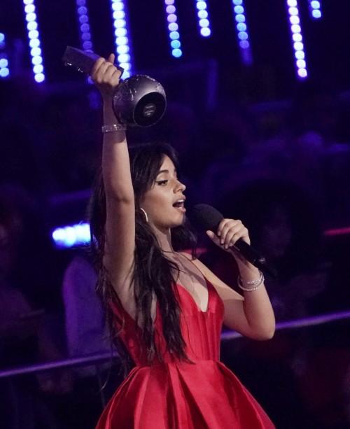 """"""" صور"""" شاهد المغنية العالمية كاميلا كابيلو في حفل جوائز MTV"""