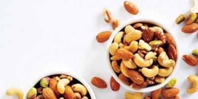 دراسة: تناول المكسرات بشكل يومي يمنع زيادة الوزن