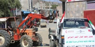 برعاية الهلال الأحمر الإماراتي.. حملة نظافة لانتشال القمامة في تعز «فيديو»
