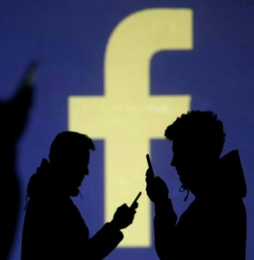 """رسالة على """"الفيس بوك"""" تقود معلم للسجن"""