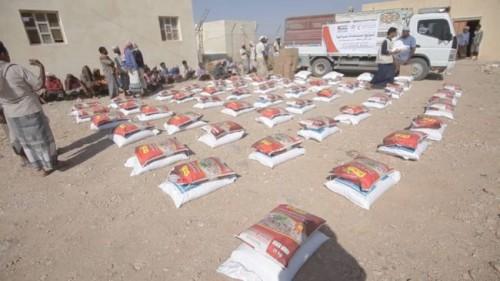 «الهلال الإماراتي» يوزع 290 سلة غذائية في رسب ساه بحضرموت