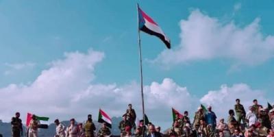 """بحضور اللواء عيدروس الزبيدي.. عرض عسكري مُهيب في عدن """"فيديو"""""""