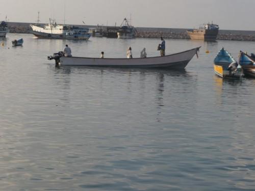 العثور على صيادين فقدا على قاربهما قبل يومين في سقطري