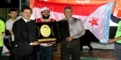 الجالية الجنوبية في الرياض تكرم هداف العرب ونجم التلال الأسبق شرف محفوظ