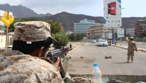 اشتباكات عنيفة بين الأمن ومسلحين في دار سعد بعدن.. تفاصيل