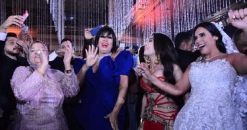 وصلة رقص من دينا وفيفي عبدة في حفل زفاف ابنة خالد عجاج