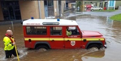 """""""شاهد"""".. غرب إنجلترا يغرق بسبب الأمطار والفيضانات"""