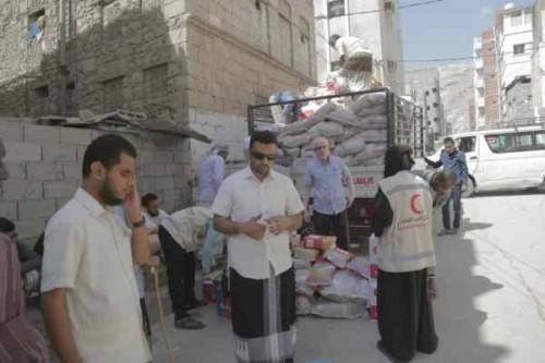 الهلال الإماراتي يسير قوافل إغاثية لذوي الاحتياجات الخاصة بالمكلا