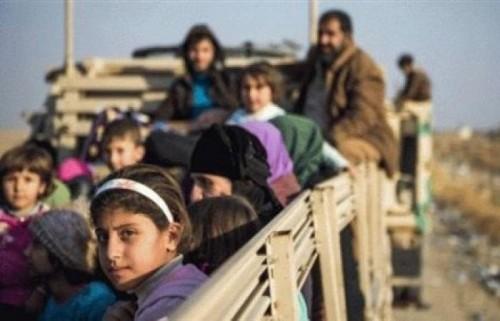العراق تُعيد مئات النازحين من مخيم الهول السوري