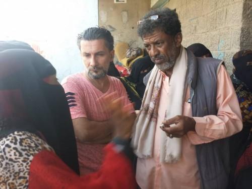 مسلحون يعرقلون توزيع مواد غذائية على أسر فقيرة في دار سعد