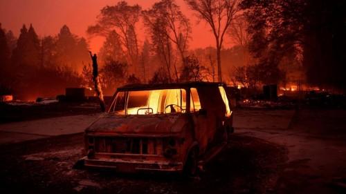 """""""صور"""" حرائق كاليفورنيا تسبب الرعب لنجوم هوليود"""