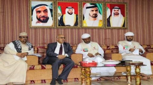 ممثل الهلال الإماراتي بعدن يستعرض خطط وسير عملية الدعم اللوجستي