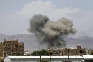 عاجل.. التحالف يعلن استهداف نفق لتخزين الصواريخ البالستية في صنعاء