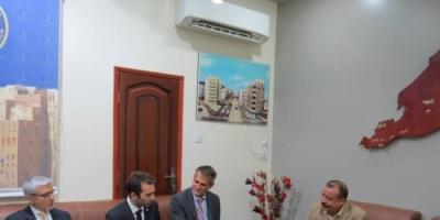 رئيس الجمعية الوطنية للانتقالي يلتقي القيادة الجديدة للصليب الأحمر ويكرم رئيسها السابق في عدن