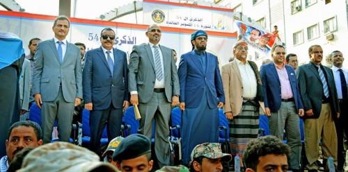 المجلس الانتقالي يوضح حقيقة سفر الرئيس الزبيدي للمملكة