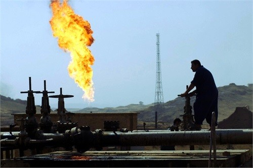 وسط تلميحات سعودية بخفض الإنتاج..النفط ترتفع اسعاره 1%