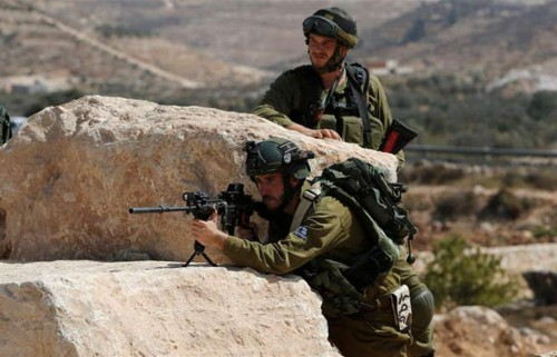 قبيل اعتقاله.. الجيش الإسرائيلي يطلق النار على فلسطيني بغزة